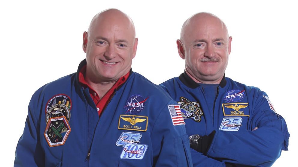 Scott Kelly (izqda.) junto a su hermano Mark, también astronauta.