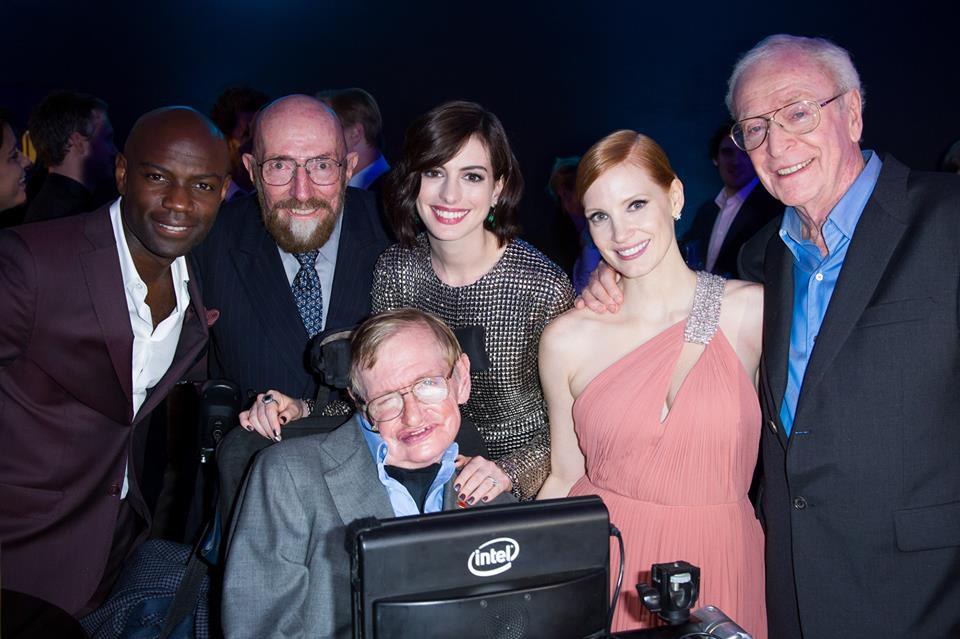 Stephen Hawking con Kip Thorne y los actores de Interstellar. Fuente: Stephen Hawking en Facebook.