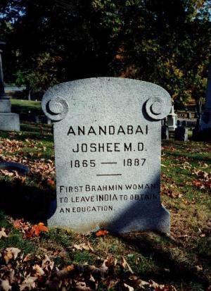 Tumba de Anandabai Joshi | Por amor a la ciencia